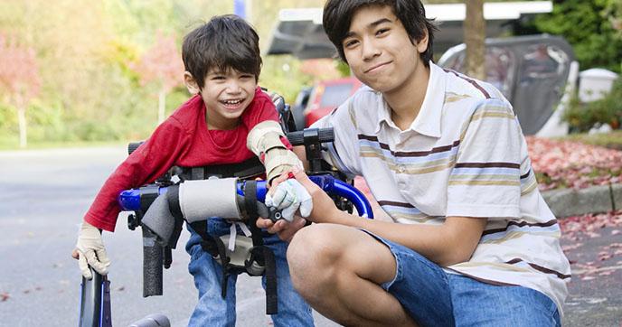 Normal Gelişen Çocuğa Özel Gereksinimi Olan Kardeşi Anlatmak